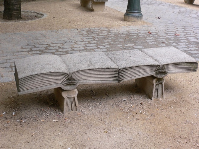 reading bench_Paris