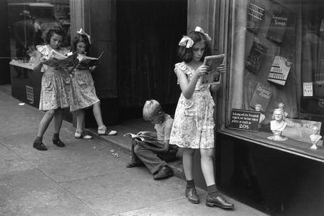 Comic book readers in NY city_1947_Ruth Orkin