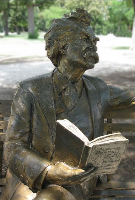 mark-twain-reading